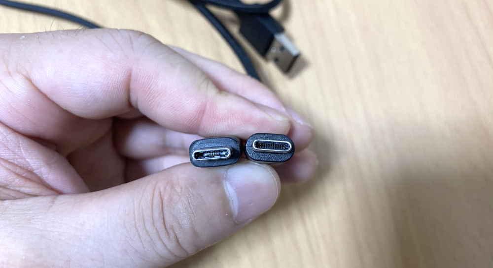 USB-Cポートが小さく他のケーブルで代用できない