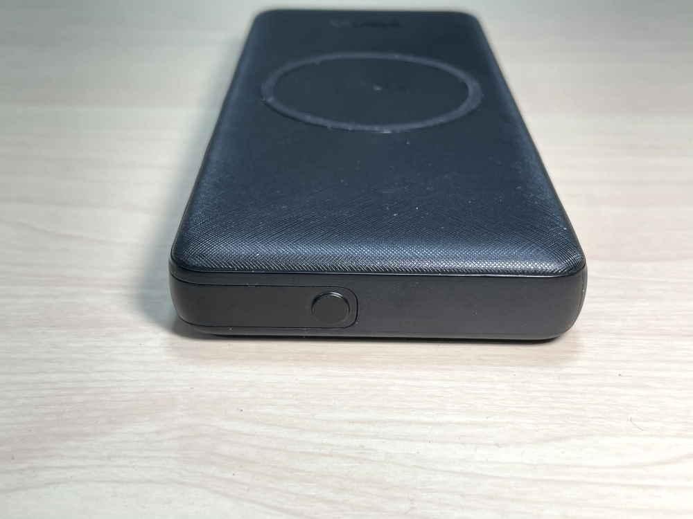 PowerCore III 10000 Wirelessの外観